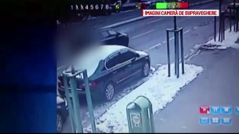 Un sofer neatent a spulberat o femeie de 60 de ani si a aruncat-o cativa metri pe o sosea. Accidentul, surprins de camere