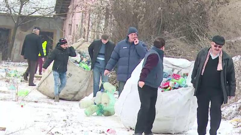 Doua tone de PET-uri, confiscate de politisti de la oameni ai strazii. Cati bani luau acestia pentru 10 kilograme de deseuri