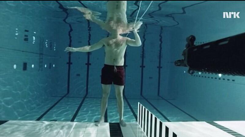 De ce nu poti sa tragi cu arma sub apa. Rezultatul unui experiment facut de un fizician, care si-a riscat propria viata