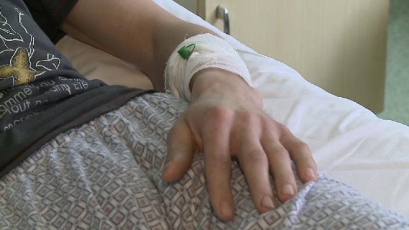 Atac violent intr-un supermarket din Arad. Un barbat a fost lovit puternic si lasat inconstient la podea de un necunoscut