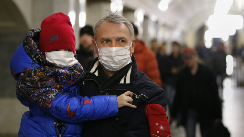 Romania ia primele masuri pentru a opri epidemia de gripa A/H1N1 la granite. In Ucraina mor zilnic 10 oameni