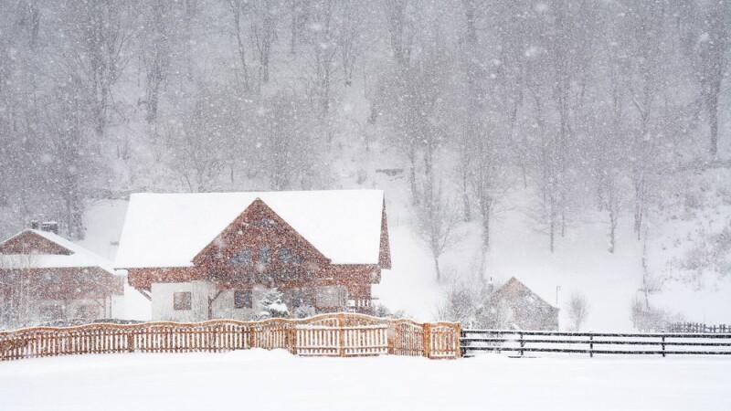 Meteorologii anunta ca se intorc ninsorile si viscolul de duminica. Prognoza pentru weekend