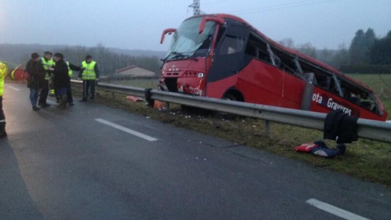 Un autocar cu turisti s-a prabusit intr-o prapastie, in centrul Frantei. Primul bilant al victimelor: 4 morti si 25 de raniti