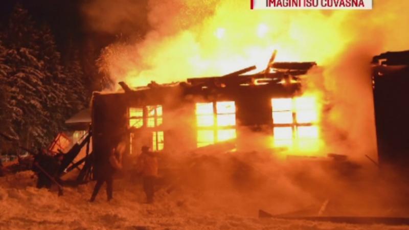 Incendiu violent la o scoala din Covasna. Pompierii s-au luptat 5 ore cu flacarile la -20 de grade