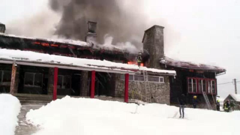 Un centru pentru copiii cu handicap a ars complet, desi fusese ignifugat. Hidrantii erau inghetati cand au ajuns pompierii
