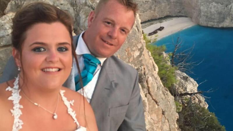 Au vrut sa isi faca nunta pe o insula greceasca, dar au avut parte de un cosmar.