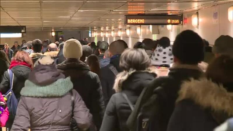 Metroul bucurestean nu mai face fata numarului foarte mare de calatori. Metrorex anunta ca va restrictiona accesul in galerii