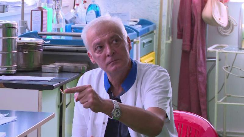 Reactia unui medic, condamnat in trecut pentru coruptie, dupa ce o pacienta i-a bagat 50 de lei in buzunar.