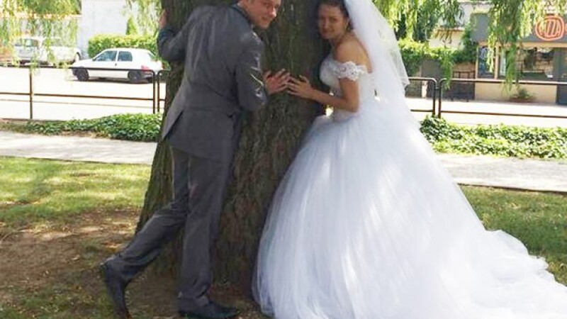 Fotografia de nunta, postata pe Facebook, l-a bagat direct la inchisoare. Povestea incredibila a unui soldat britanic