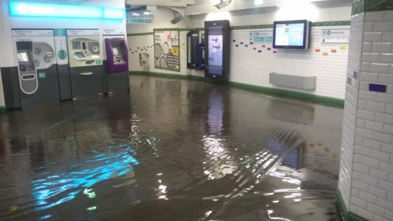 Zeci de statii de metrou din Paris au fost inchise dupa ce ploi torentiale au provocat inundatii in subteran. VIDEO