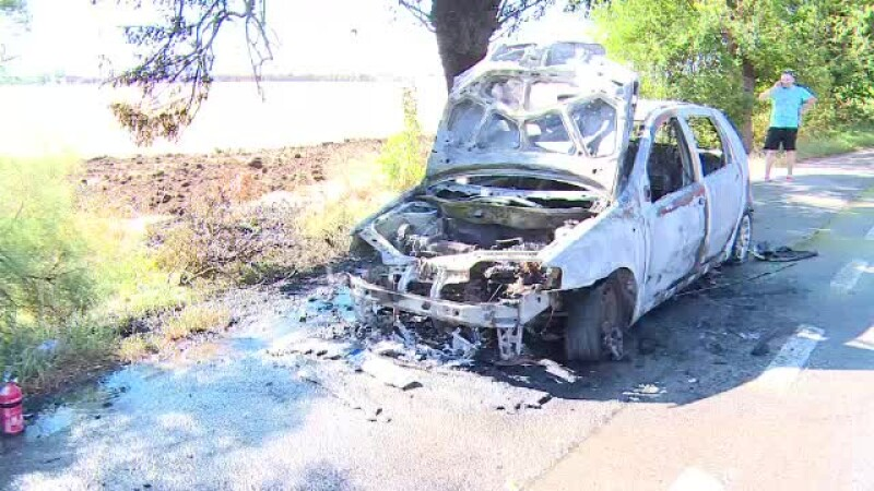 Alerta pe DN 69, dupa ce o masina a luat foc in mers. De la ce a pornit incendiul