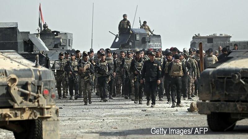 Militantii ISIS ar fi aruncati de pe stanci si impuscati de catre soldatii irakieni. Metodele, copiate de la jihadisti. VIDEO