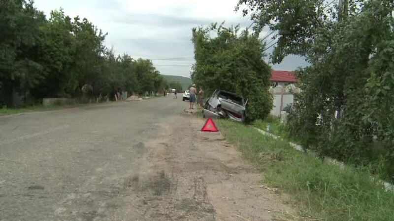 Doi morti si un ranit in Buzau, dupa ce au fost spulberati de o masina. Oamenii n-au nici trotuar, nici trecere de pietoni