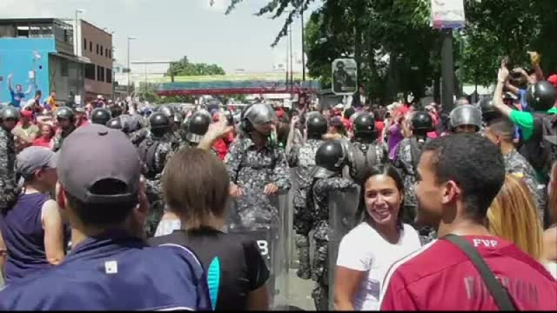 Focuri de arma in Venezuela, la referendumul neoficial privind Constitutia. Doua persoane au fost ucise