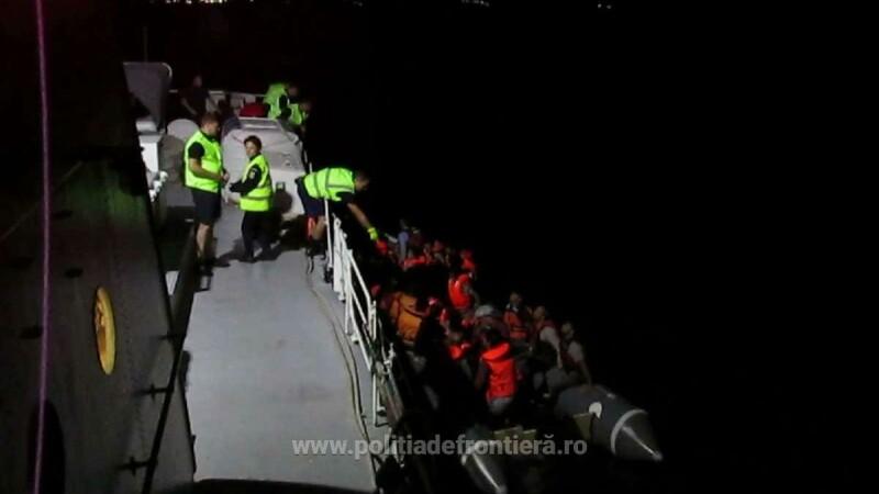 Politistii de frontiera romani, aflati in misiune in Grecia, au salvat 55 de oameni, 17 femei si 21 de copii, din Marea Egee