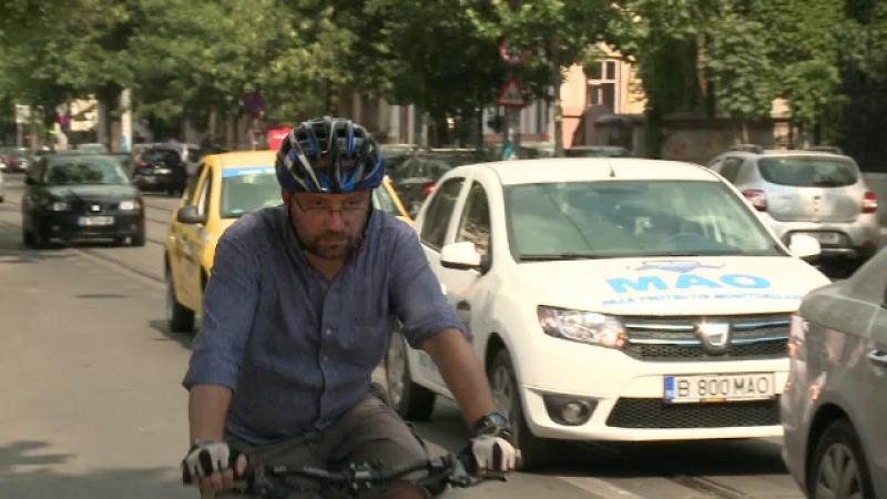 Coada la Primarie pentru cupoanele de biciclete.