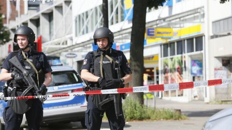 Atac in Hamburg: un mort si mai multi raniti. Agresorul ar fi strigat