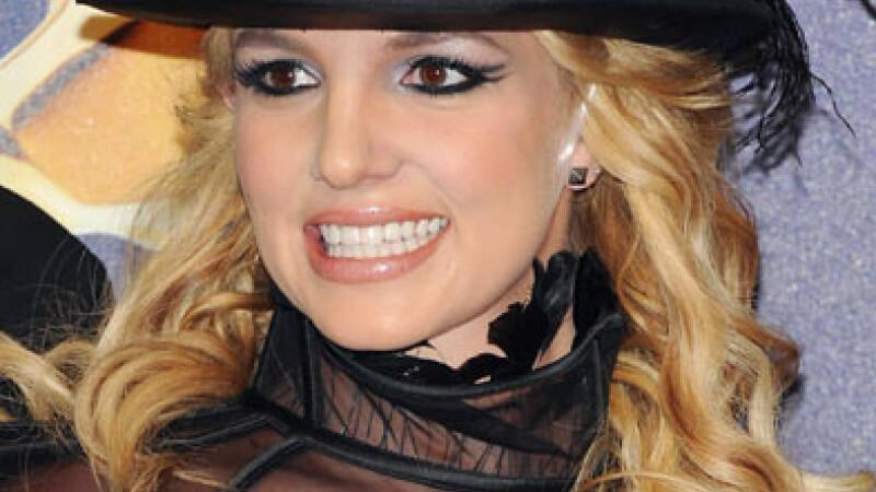 Secrete de vedete:Britney Spears isi ingrijeste buzele cu folii de aluminiu