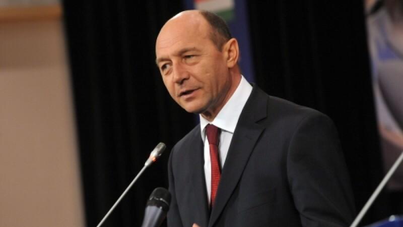 Basescu a urecheat ICCJ si CSM, la ceremonia absolventilor INM