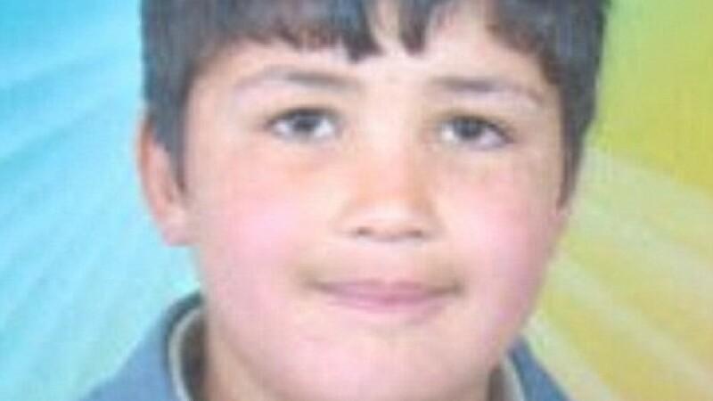 """VIDEO SOCANT. Planeta se roaga pentru el. Sfarsitul copilului de 13 ani, micul """"Gavroche"""" al Siriei"""