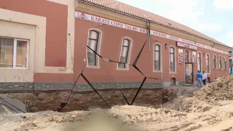 ANIMATIE. Angajatii si clientii unui salon din Timisoara au sarit pe geam de frica unui cutremur. Ce se intampla de fapt