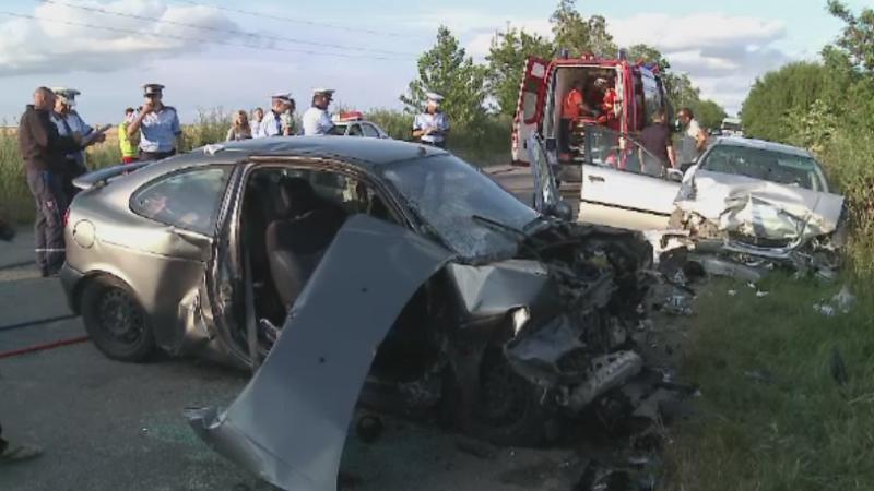 Accident grav langa Arad. O fetita si doua femei, incarcerate dupa ce masina lor a fost lovita de un sofer neatent