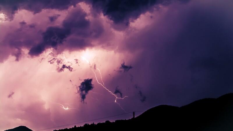COD GALBEN de ploi torentiale si grindina in vestul si centrul tarii, vreme frumoasa in rest. Cand facem o pauza de canicula