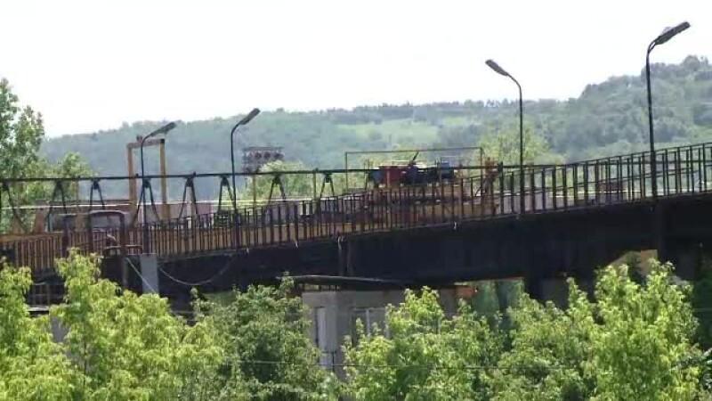 Un baiat de 17 ani s-a electrocutat la Iasi, cand incerca sa-si faca un selfie pe un pod rulant, intr-un depou
