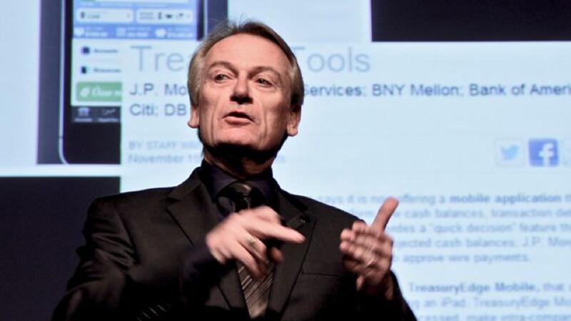 Tehnologia si Internetul revolutioneaza sistemul bancar si finantele personale. Chris