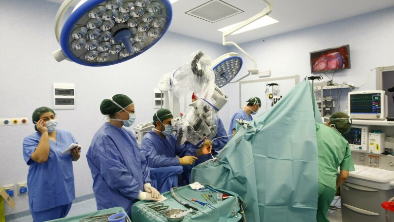 Operatie pe creier facuta de medici romani, la BRAIN Institute din Capitala, filmata si postata pe Facebook. VIDEO