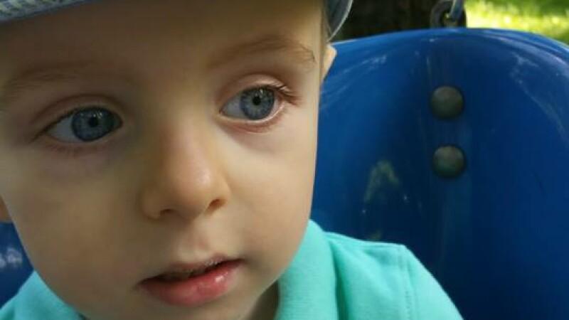 Apel disperat al unor parinti, dupa ce baietelul lor a fost diagnosticat cu o tumora. Cum il puteti ajuta sa traiasca
