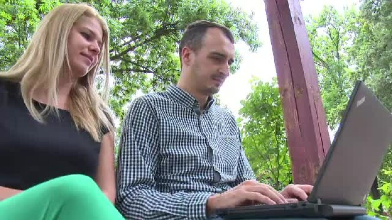 Merg in vacante exotice, isi impartasesc experientele online si castiga bani. Un cuplu din Romania a vizitat peste 70 de tari