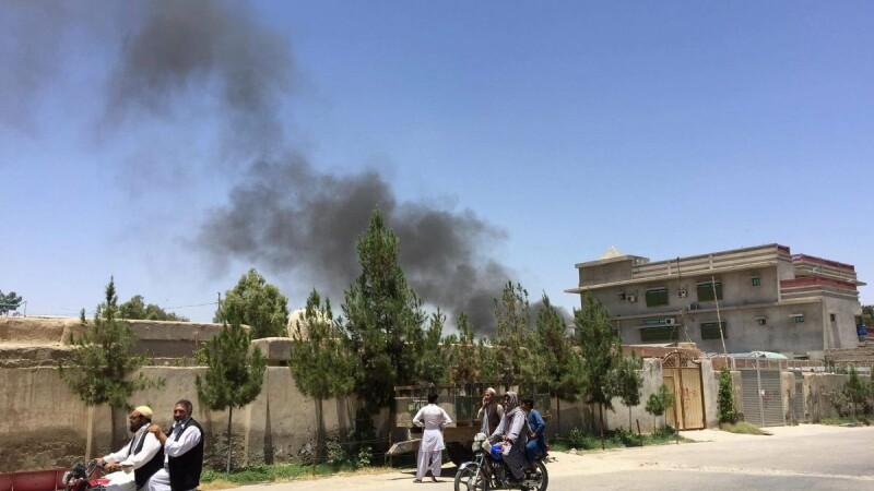 Atentat cu masina capcana in Afganistan. Cel putin 20 de oameni au murit in timp ce asteptau sa-si ia salariile