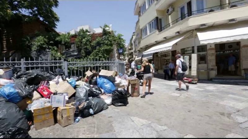 Atena, inghitita de gunoaie. Angajatii din salubritate sunt in greva de 11 zile; agentia pentru sanatate publica, ingrijorata