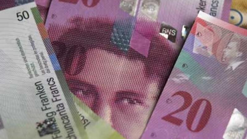 Francul elvetian se apropie de 4 lei. Cat de bine e sa refinantezi creditele in alta moneda