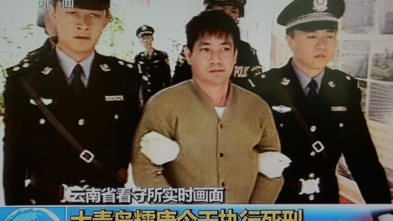 China a executat 4 criminali: condamnatii au fost umiliti la televizor inainte de executie