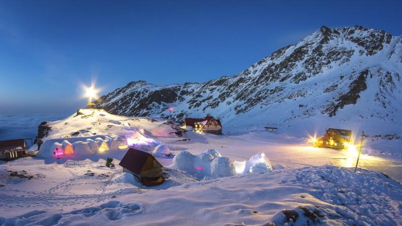 Locul din Romania in care turistii straini platesc bani grei pentru a sta in ger. O noapte de cazare ajunge si la 660 de lei
