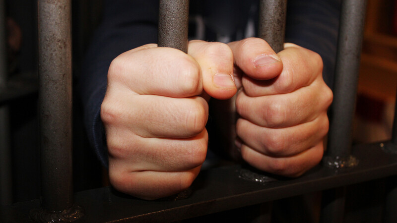 Pedeapsa primita de un barbat de 46 de ani din Vaslui care racola eleve si le exploata sexual. Ce au decis magistratii