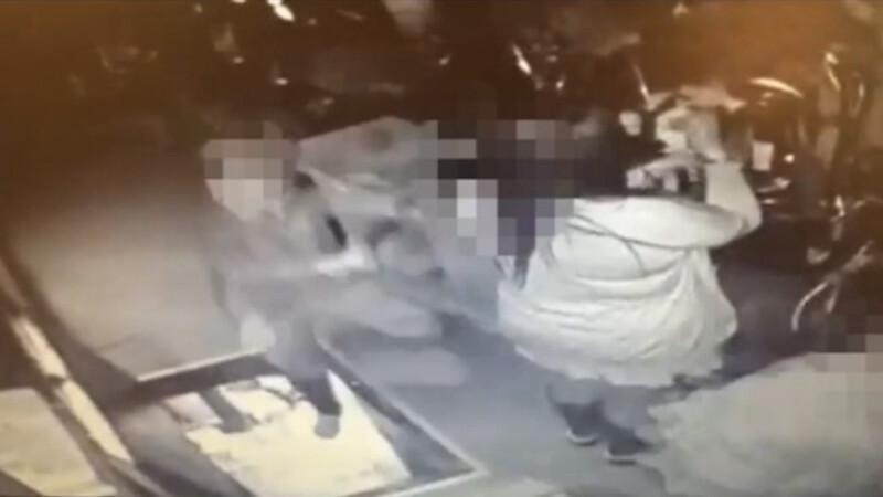 Imaginile in care o gravida cade prin trapa din podea, lasata deschisa. Amenda primita de clubul in care s-a intamplat totul