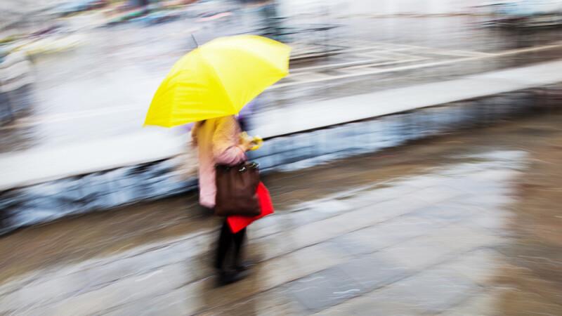 Temperaturile scad usor, iar ploile pun stapanire pe mai multe regiuni din tara. Cum va arata vremea la sfarsitul saptamanii
