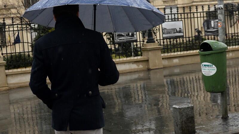 Ploi, temperaturi scazute si vant puternic in toata tara. Prognoza meteo pana duminica