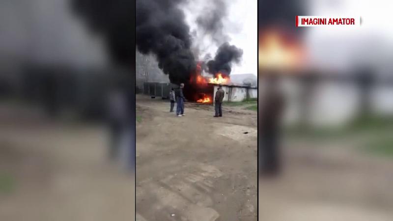 Un garaj plina cu butoaie de pacura a luat foc in Timisoara. Cum s-a produs incendiul