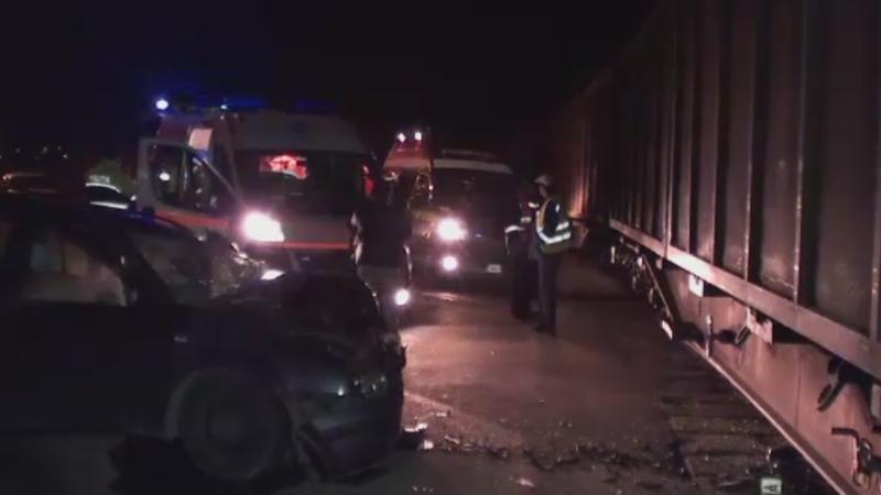 Un sofer a ramas incarcerat dupa ce a intrat cu masina sub un marfar, in Cluj. Motivul pentru care nu a franat