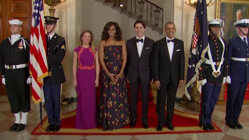 Dineu la Casa Alba intre premierul Canadei si familia Obama. Prima doamna a Canadei a purtat o creatie a unui designer roman