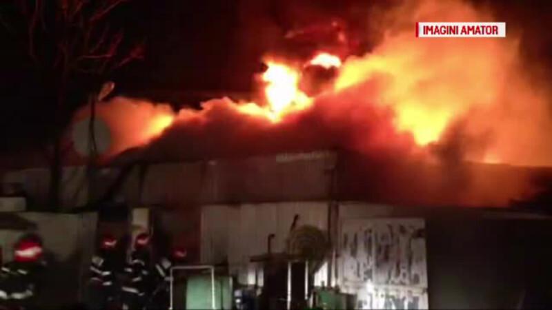 Incendiu urias in Piata Moghioros din Bucuresti.
