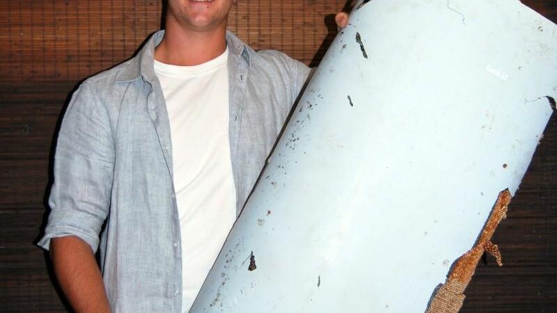 O bucata care ar apartine zborului MH370, gasita in Mozambic de un turist. Familia tanarului a crezut ca e