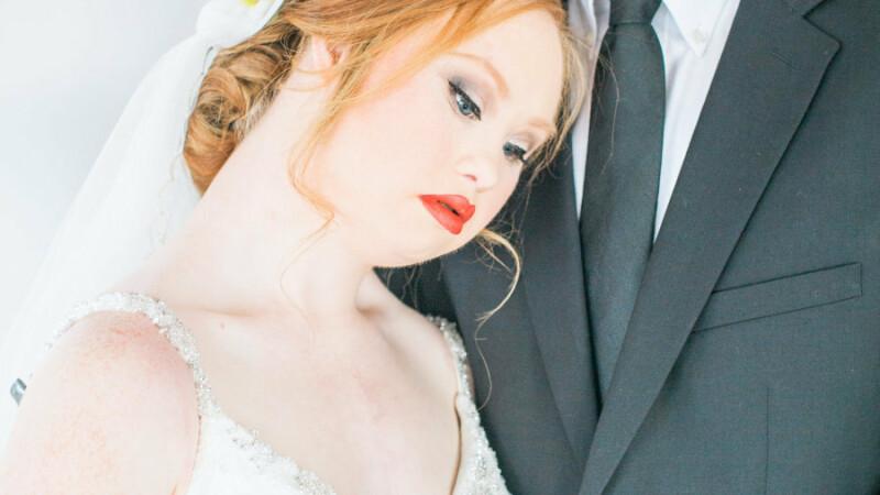 Modelul de 19 ani, care sufera de sindromul Down, impresioneaza din nou. Imaginile cu ea in rochie de mireasa sunt uimitoare