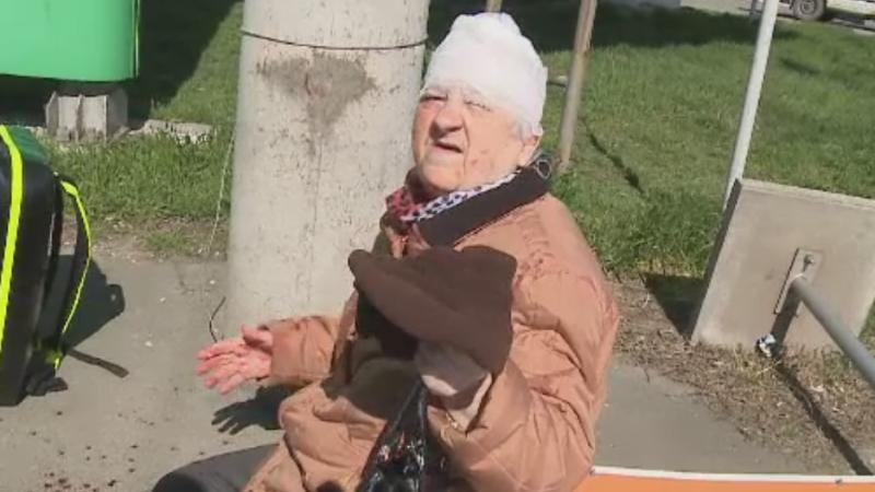 Vantul puternic a provocat pagube in toata tara. O femeie din Arad a fost ranita de un panou publicitar doborat de o rafala