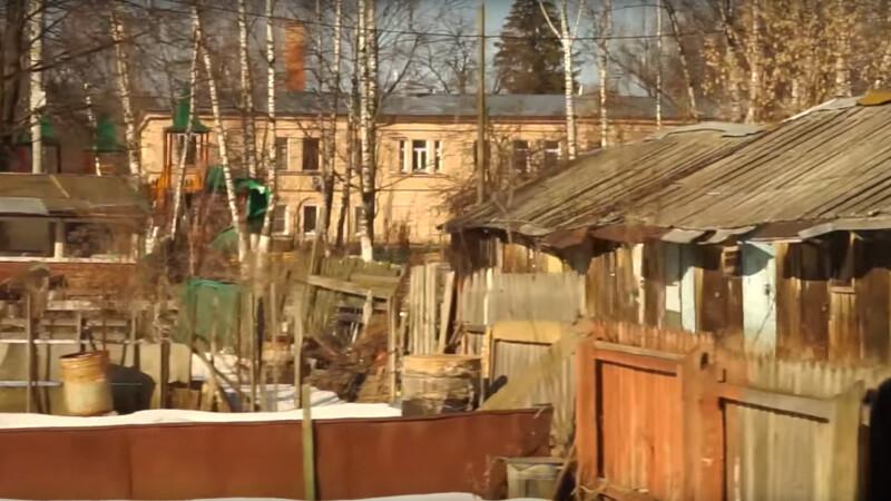"""""""Putin e tatucul nostru, locuieste chiar langa noi"""". Vecinii presedintelui rus nu au canalizare sau podele"""