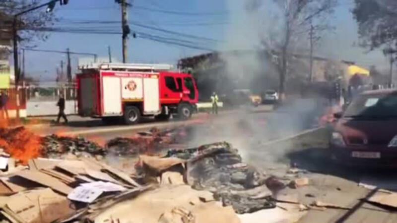 Incendiu la cativa metri de o benzinarie, la marginea Capitalei. Incarcatura unui camion a luat foc in mers
